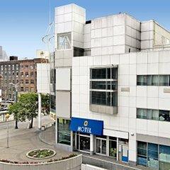 Отель Super 8 Downtown Toronto фото 3