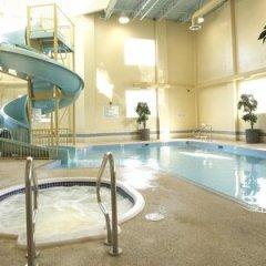 Отель The Glenmore Inn & Convention Centre Канада, Калгари - отзывы, цены и фото номеров - забронировать отель The Glenmore Inn & Convention Centre онлайн бассейн фото 2