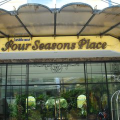 Отель Four Seasons Place городской автобус
