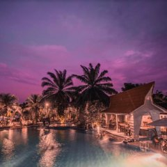 Bukit Daun Hotel and Resort бассейн