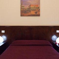 Отель Friend House сейф в номере