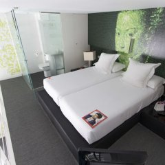 Отель Room Mate Laura Испания, Мадрид - отзывы, цены и фото номеров - забронировать отель Room Mate Laura онлайн сейф в номере