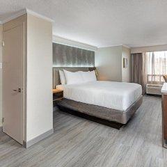 Отель Crowne Plaza Toronto Airport Канада, Торонто - отзывы, цены и фото номеров - забронировать отель Crowne Plaza Toronto Airport онлайн сейф в номере