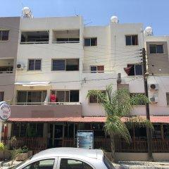 Отель Pasianna Hotel Apartments Кипр, Ларнака - 6 отзывов об отеле, цены и фото номеров - забронировать отель Pasianna Hotel Apartments онлайн парковка