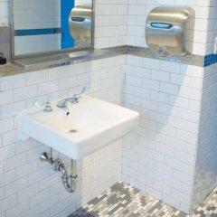Отель Harlem YMCA США, Нью-Йорк - 2 отзыва об отеле, цены и фото номеров - забронировать отель Harlem YMCA онлайн ванная фото 2