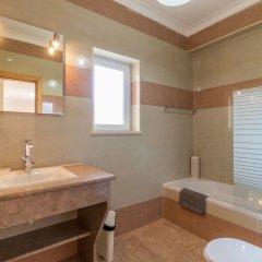 Отель Villas2Go2 Alvor Villa Португалия, Портимао - отзывы, цены и фото номеров - забронировать отель Villas2Go2 Alvor Villa онлайн ванная