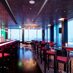 Отель Vienna House Andel´s Berlin гостиничный бар