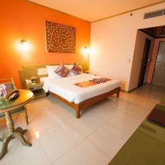 Отель Pinnacle Lumpinee Park Бангкок сейф в номере
