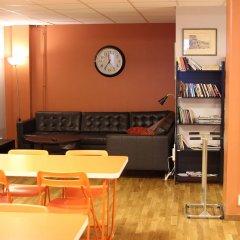 Отель Spoton Hostel & Sportsbar Швеция, Гётеборг - 1 отзыв об отеле, цены и фото номеров - забронировать отель Spoton Hostel & Sportsbar онлайн интерьер отеля фото 2