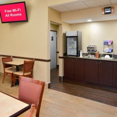 Отель Red Roof Inn & Suites Columbus - W. Broad питание