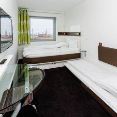 Отель Wakeup Copenhagen - Carsten Niebuhrs Gade 2* Стандартный номер с двуспальной кроватью