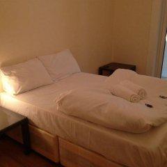 Отель Lathom Cottage Лондон комната для гостей