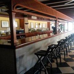 Отель Hostal Cas Bombu гостиничный бар