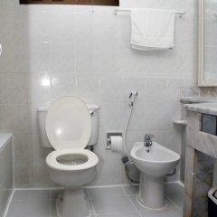 Отель Al Buhairah Hotel Apartments ОАЭ, Шарджа - отзывы, цены и фото номеров - забронировать отель Al Buhairah Hotel Apartments онлайн ванная