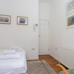 Апартаменты 1 Bedroom Apartment In Fitzrovia Sleeps 4 комната для гостей