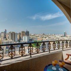 Отель Tulip Inn Sharjah ОАЭ, Шарджа - 9 отзывов об отеле, цены и фото номеров - забронировать отель Tulip Inn Sharjah онлайн балкон