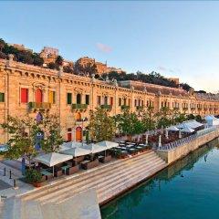 Отель Seafront Luxury Apartment With Pool Мальта, Слима - отзывы, цены и фото номеров - забронировать отель Seafront Luxury Apartment With Pool онлайн приотельная территория фото 2