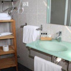 Отель Hostal Los Geranios Del Pinar Торремолинос ванная фото 2