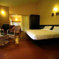 Отель Hill Country Lovedale сейф в номере