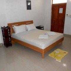 Отель Shanith Guesthouse сейф в номере