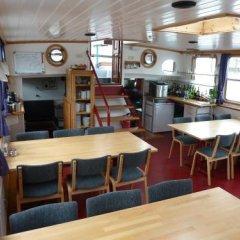 Отель Hotelboat Allure Нидерланды, Амстердам - отзывы, цены и фото номеров - забронировать отель Hotelboat Allure онлайн гостиничный бар