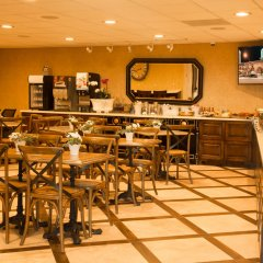 Отель Best Western PLUS Sunset Plaza США, Уэст-Голливуд - отзывы, цены и фото номеров - забронировать отель Best Western PLUS Sunset Plaza онлайн гостиничный бар