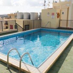 Отель Huli Hotel and Apartments Мальта, Каура - 2 отзыва об отеле, цены и фото номеров - забронировать отель Huli Hotel and Apartments онлайн бассейн