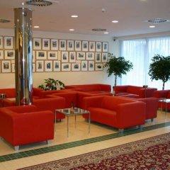 Отель Ramada Airport Hotel Prague Чехия, Прага - 2 отзыва об отеле, цены и фото номеров - забронировать отель Ramada Airport Hotel Prague онлайн интерьер отеля фото 2