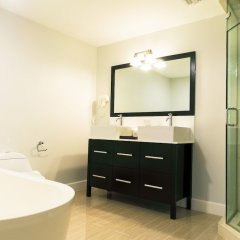 Отель The Marina Village 2 & 3 Bedroom Condo's Ямайка, Монастырь - отзывы, цены и фото номеров - забронировать отель The Marina Village 2 & 3 Bedroom Condo's онлайн ванная