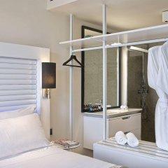 Отель ME Ibiza - The Leading Hotels of the World сейф в номере