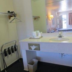 Отель Four Corners Inn ванная