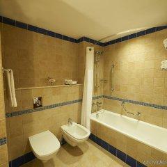 Отель Crowne Plaza Jordan Dead Sea Resort & Spa Иордания, Сваймех - отзывы, цены и фото номеров - забронировать отель Crowne Plaza Jordan Dead Sea Resort & Spa онлайн ванная