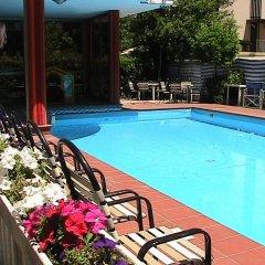Hotel Universo Римини бассейн