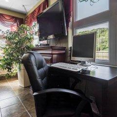 Отель Econo Lodge Montmorency Falls Канада, Буашатель - отзывы, цены и фото номеров - забронировать отель Econo Lodge Montmorency Falls онлайн интерьер отеля