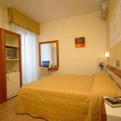 Hotel Aristeo Римини сейф в номере