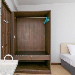 Отель Makkasan Inn Бангкок сейф в номере