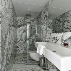 Отель The Bank Hotel Нидерланды, Амстердам - отзывы, цены и фото номеров - забронировать отель The Bank Hotel онлайн ванная фото 2