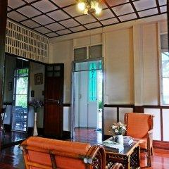 Отель 24 Samsen Heritage House Бангкок в номере фото 2