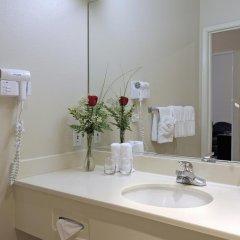 Отель Charter Inn and Suites ванная