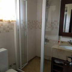 Отель The Camelot Rest House ванная фото 2