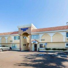 Отель Rodeway Inn & Suites LAX парковка