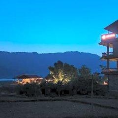 Отель Zostel Pokhara Непал, Покхара - отзывы, цены и фото номеров - забронировать отель Zostel Pokhara онлайн приотельная территория фото 2