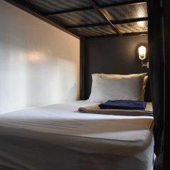 Отель Bandai II Poshtel сейф в номере