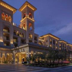 Отель Four Seasons Resort Dubai at Jumeirah Beach вид на фасад