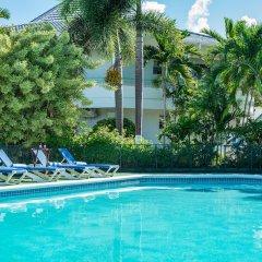 Отель Holiday Haven Ямайка, Ранавей-Бей - отзывы, цены и фото номеров - забронировать отель Holiday Haven онлайн бассейн фото 3