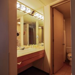 Отель Place Dupuis Montréal Downtown - An Ascend Hotel Collection Канада, Монреаль - отзывы, цены и фото номеров - забронировать отель Place Dupuis Montréal Downtown - An Ascend Hotel Collection онлайн ванная фото 2