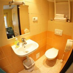 Отель Nest Nocleg Poznan Польша, Познань - отзывы, цены и фото номеров - забронировать отель Nest Nocleg Poznan онлайн ванная