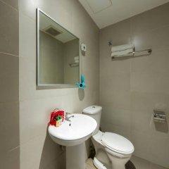 Отель OYO 152 Swiss Cottage Hotel Малайзия, Куала-Лумпур - отзывы, цены и фото номеров - забронировать отель OYO 152 Swiss Cottage Hotel онлайн ванная
