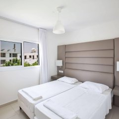Отель Tsokkos Holiday Hotel Apartments Кипр, Айя-Напа - 1 отзыв об отеле, цены и фото номеров - забронировать отель Tsokkos Holiday Hotel Apartments онлайн комната для гостей фото 4