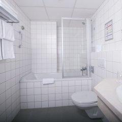 Отель Park Inn by Radisson Uno City Vienna Австрия, Вена - 4 отзыва об отеле, цены и фото номеров - забронировать отель Park Inn by Radisson Uno City Vienna онлайн ванная фото 2